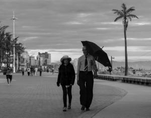 MO-5STAR-001-1318130-The Couple with umbrella-Karen Fischer